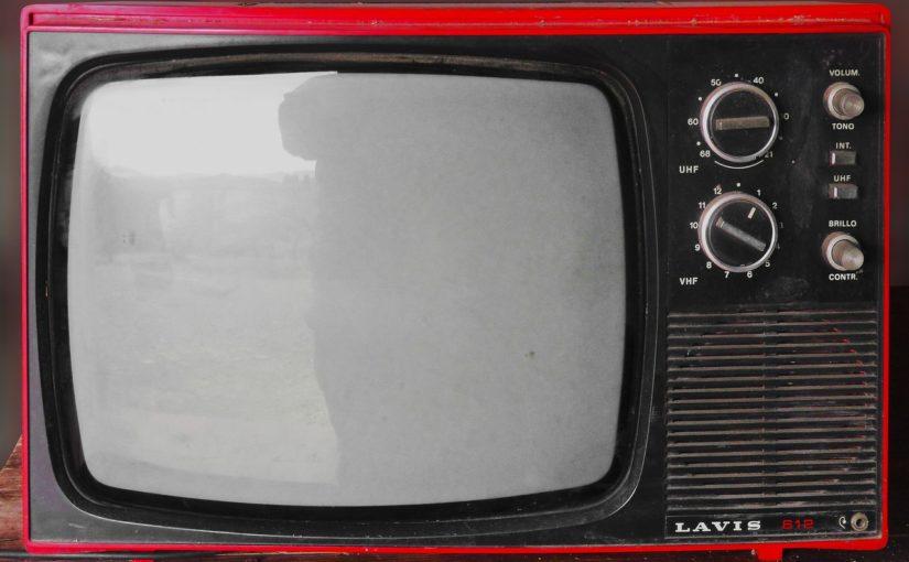 Samotny odpoczynek przed tv, lub niedzielne serialowe popołudnie, umila nam czas wolny ,a także pozwala się zrelaksować.
